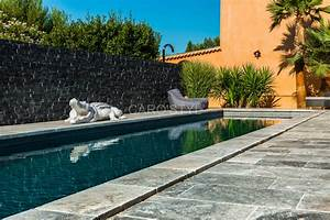 piscine en pierre naturelle travertin gris carrelage et With piscine en pierre naturelle
