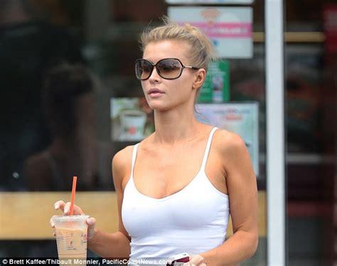 Natural beauty! Joanna Krupa leaves the big hair and