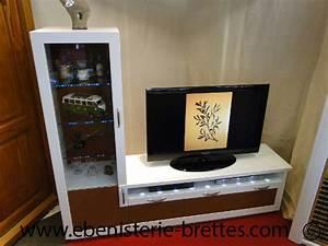 Meuble Avec Vitrine : meuble tv design cuir ebenisterie brettes ~ Teatrodelosmanantiales.com Idées de Décoration