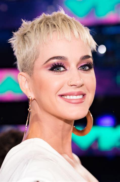 katy perry  wore drugstore makeup   vmas  heres
