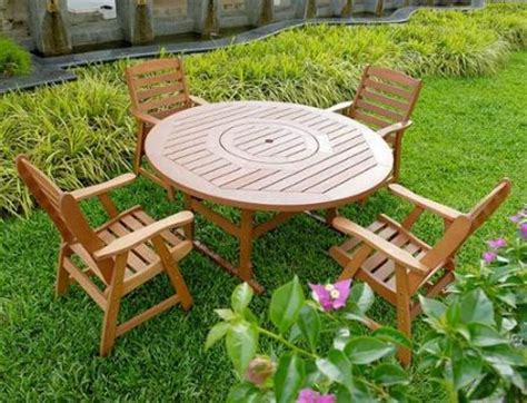 how to choose the best eco friendly garden furniture