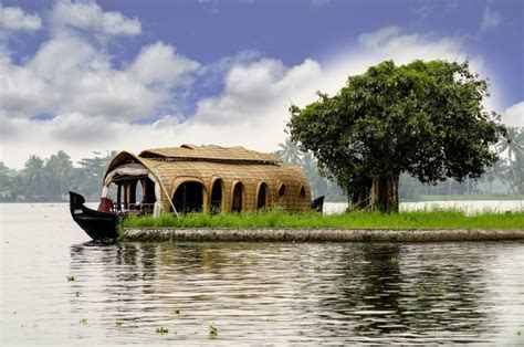 Kerala Boat House For Couples by Best Kerala Boathouse Packages