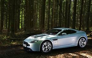 Aston Martin V12 Vanquish : aston martin v12 vantage wallpapers cool cars wallpaper ~ Medecine-chirurgie-esthetiques.com Avis de Voitures