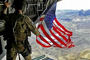 US Army Sgt Michael Misheff flies American flag from back ...