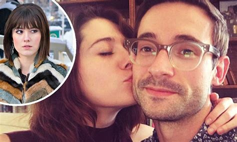 mary elizabeth winstead announces split  husband