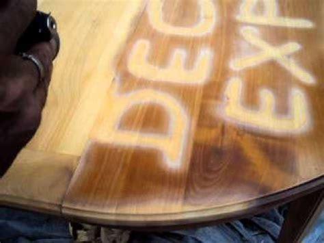 vernis table cuisine decapage d une table en merisier