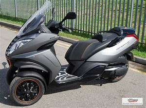 Metropolis 400 Rs : peugeot metropolis 400i rs scooter 400cc three wheeler scooter ~ Medecine-chirurgie-esthetiques.com Avis de Voitures