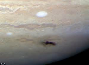 Guardian planets Jupiter and Saturn shield the Earth from ...