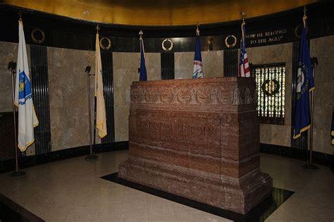 File:Lincoln's Tomb, Interior.JPG - Wikimedia Commons