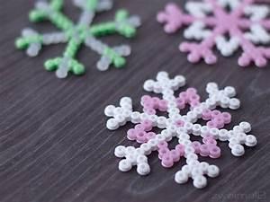 Schneeflocken Basteln Vorlagen : die besten 17 ideen zu perlen schneeflocke auf pinterest perlen ornamente weihnachten ~ Frokenaadalensverden.com Haus und Dekorationen