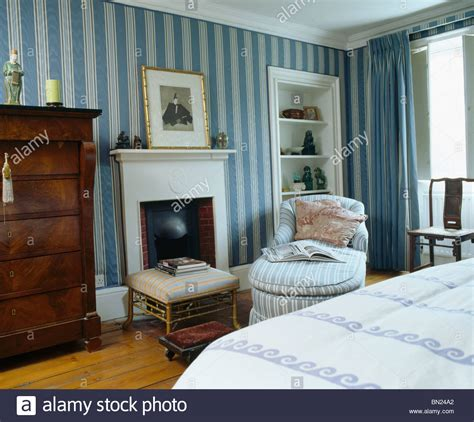 Blue Bedroom Wallpaper by Blue Striped Wallpaper In Townhouse Bedroom With Striped
