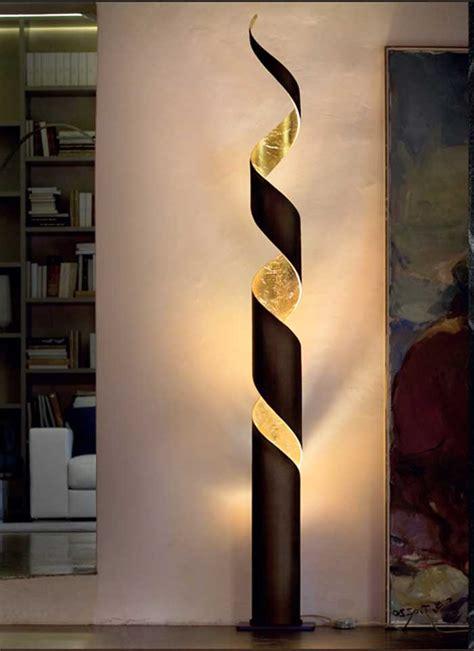 Moderne Stehlampen Mit Formschön Design In Dunkelbraun
