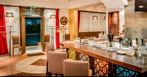 la cuisine h el royal monceau un fondo indio dubaití entra en la hostelería de barcelona