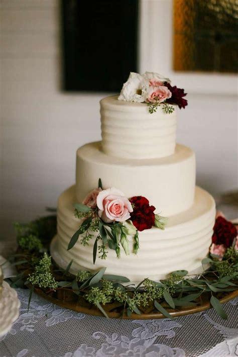 Best 25 Ivory Wedding Cake Ideas On Pinterest Elegant