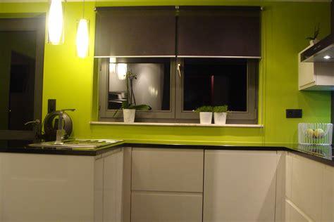 cuisine blanche plan de travail noir cuisine laquée blanche plan de travail granit noir photo
