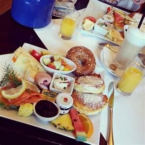 Frühstück In Ulm : fr hst ck 39 gro e selektion 39 mit heidelbeeren statt ahornsirup bild von einstein restaurant ~ Orissabook.com Haus und Dekorationen