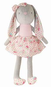 alimrose france poupees et doudous bebe poupees lapins With chambre bébé design avec robe velours fleurs