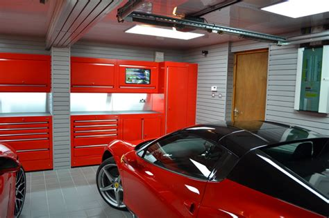 Garage goals is a brand new series dedicated to visiting some of the best private collections around the world! Ferrari and Porsche garage