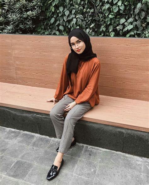 simple style ala selebgram selebgram kafirr hijabkekinian ootd hijabblack kemeja jeans