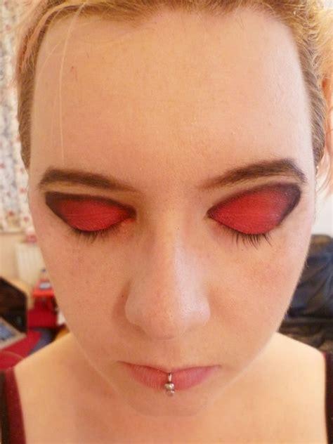 cut crease makeup  swirls   create  cut crease