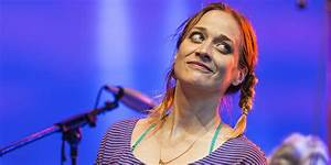 Fiona Apple Slams Grammys President With Amazing T-Shirt ...