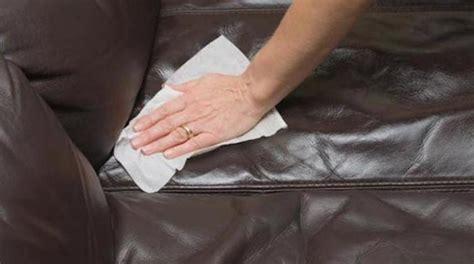 comment nettoyer un canapé en cuir clair l 39 astuce pour nettoyer facilement un canapé en cuir