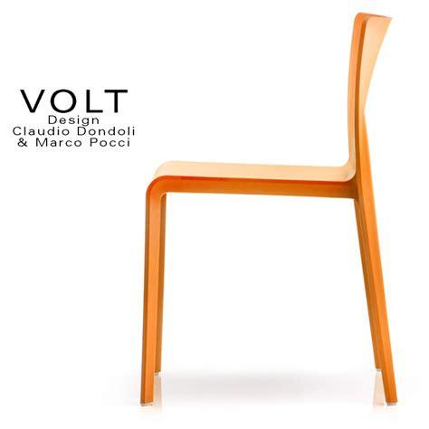 chaise de couleur en plastique chaise plastique pour terrasse et restaurant volt