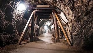 C U2019 U00e8 Una Miniera Di Talco Da Visitare Con Il Trenino Dei