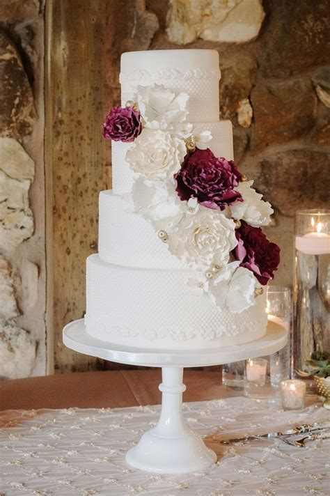 tier wedding cake  burgundy accents   ways