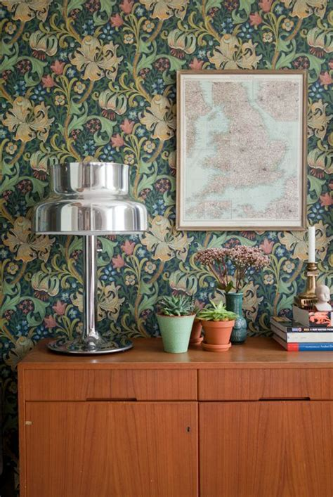 decorating  retro wallpaper  eye catchy ideas
