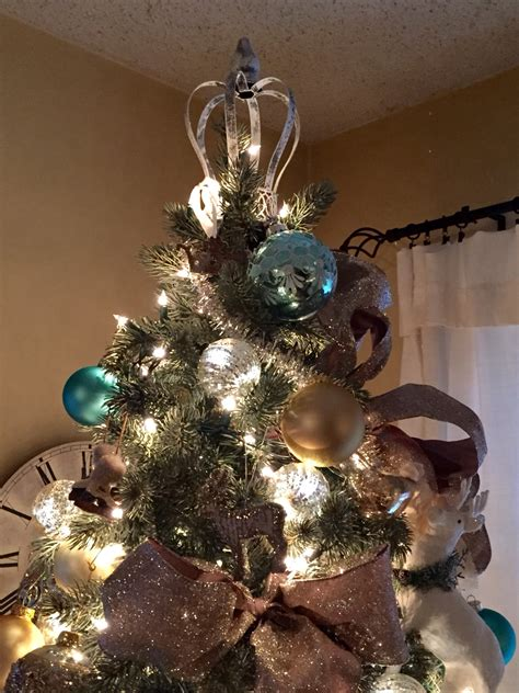 beautifully unusual christmas tree topper ideas
