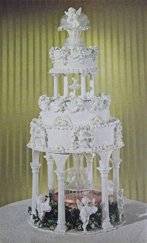 wedding cake pillars  plates cake decorating