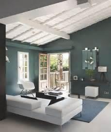 peindre un plafond en lambris bois avec une peinture blanche