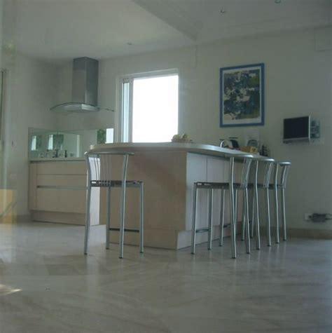 cuisine noir brillant carrelage cuisine noir brillant maison design bahbe com
