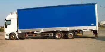 Autista incastrato per ore sotto il camion sulla A21 ...