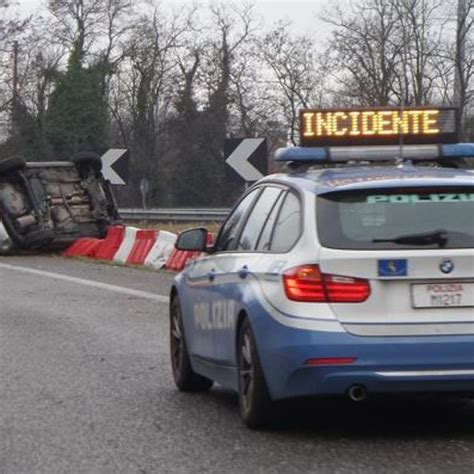 si e automobile incidente sulla meda un automobile si ribalta