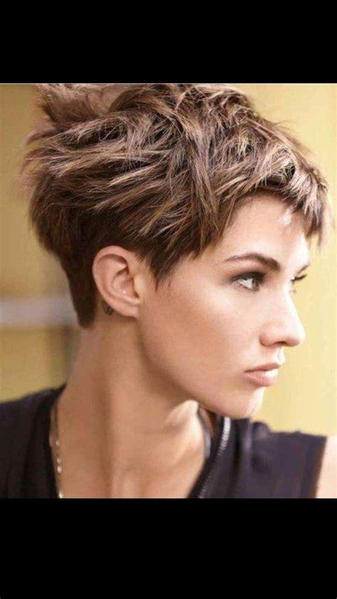 11 hubsche und flotte kurzhaarfrisuren mit rasierten nacken. Die besten 25+ Frisuren mit kurzem nacken Ideen auf Pinterest   Kurze bob frisuren mit kurzem ...