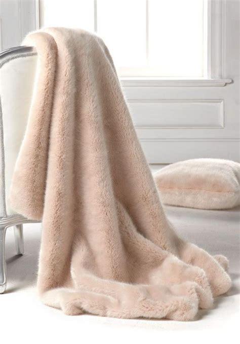 plaide canapé d angle le plaid fausse fourrure confort pour vous et style