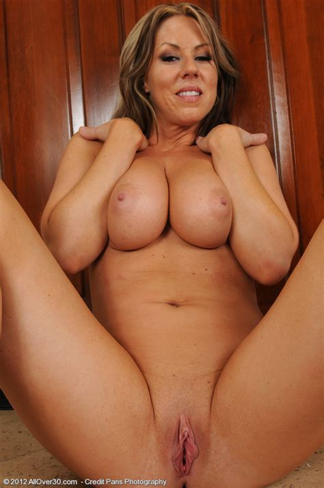 carolyn reese get naked and display her quim big tit avenue