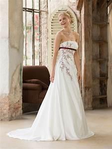 Brautkleid Mit Farbe : brautkleid von weise auf ~ Frokenaadalensverden.com Haus und Dekorationen