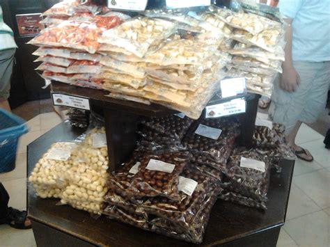 menyusun sejarah  depan beryls chocolate chinese