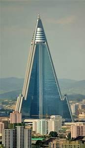 9 edificios con forma de pirámide pisos Al día pisos