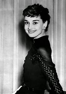 Beautiful Fashi... Audrey Hepburn