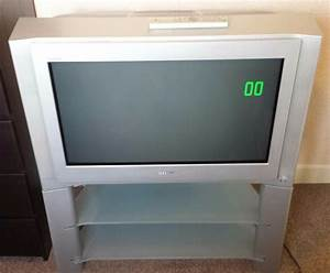 Sony Trinitron 32 Inch Tv Complete With Stand And Remote