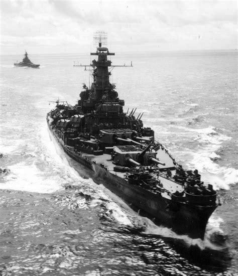 [Photo] US battleships South Dakota and Alabama on their ...