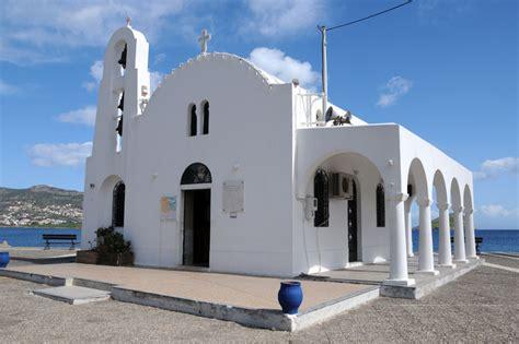 Σήμερα ἡ ἁγία μας ἐκκλησία, ἀγαπητοί μου προσκυνηταί. Ιδανική εκκλησία για εκδηλώσεις, με πολύ ωραίο και μεγάλο χώρο γύρω της.