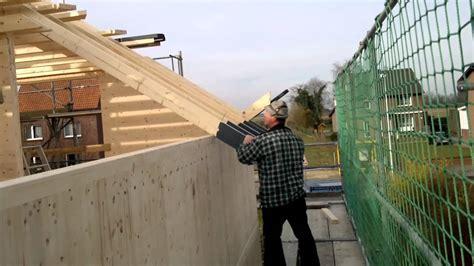 terrassenüberdachung an dachsparren befestigen massivholzhaus dachstuhl dachsparren montage passivhaus energiesparhaus holzhaus