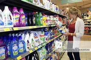 Regal Für Putzmittel : deutschland europa ibljot02332728 reinigungsmitteln supermarkt waschmitteln regal mit ~ Indierocktalk.com Haus und Dekorationen