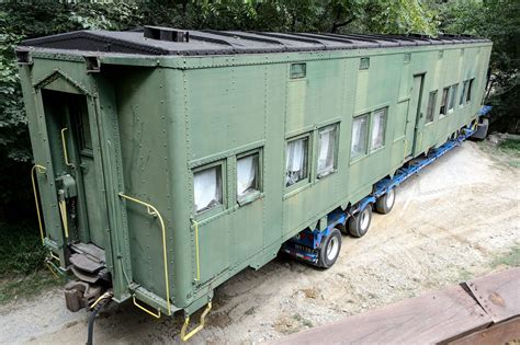 bubbas garage moving  wwii pullman troop sleeper car
