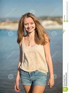 Schönes 10 Jähriges Mädchen : sch nes m dchen auf dem strand in cannes frankreich stockfoto bild von kurzschl sse marina ~ Yasmunasinghe.com Haus und Dekorationen